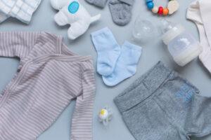 Ubranka dla noworodka na prezent – jak wybrać?