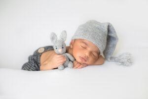 Jak ubierać noworodka do snu?